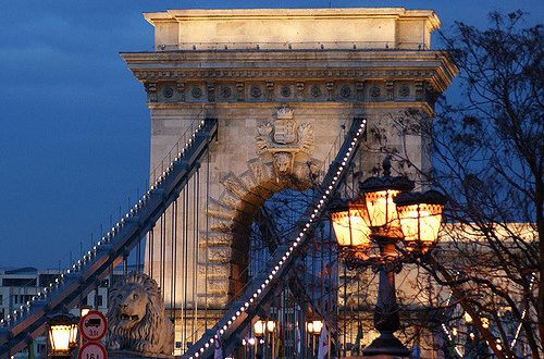 Chain Bridge photo by Hans Dinkelberg