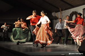Hungarian Folk Dance Show with Dinner in Inn and Bus Tour