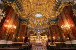 Budapest St Stephen Basilica photo by Miroslav Petrasko