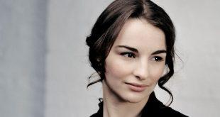 Alina Pogostkina by Felix Broede